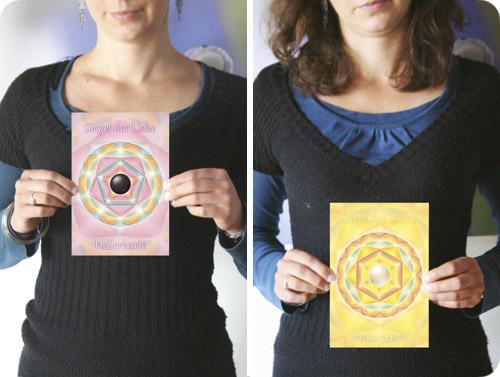 """Die dem Buch beiliegende """"Heilerkarte"""" ist mit heilsamen Informationen aufgeladen und hilft, die inneren Seelencodes zu aktivieren. Sie ist ca. 14 x 20,5 cm groß und wurde liebevoll von Alvina M. Kreipl gestaltet."""